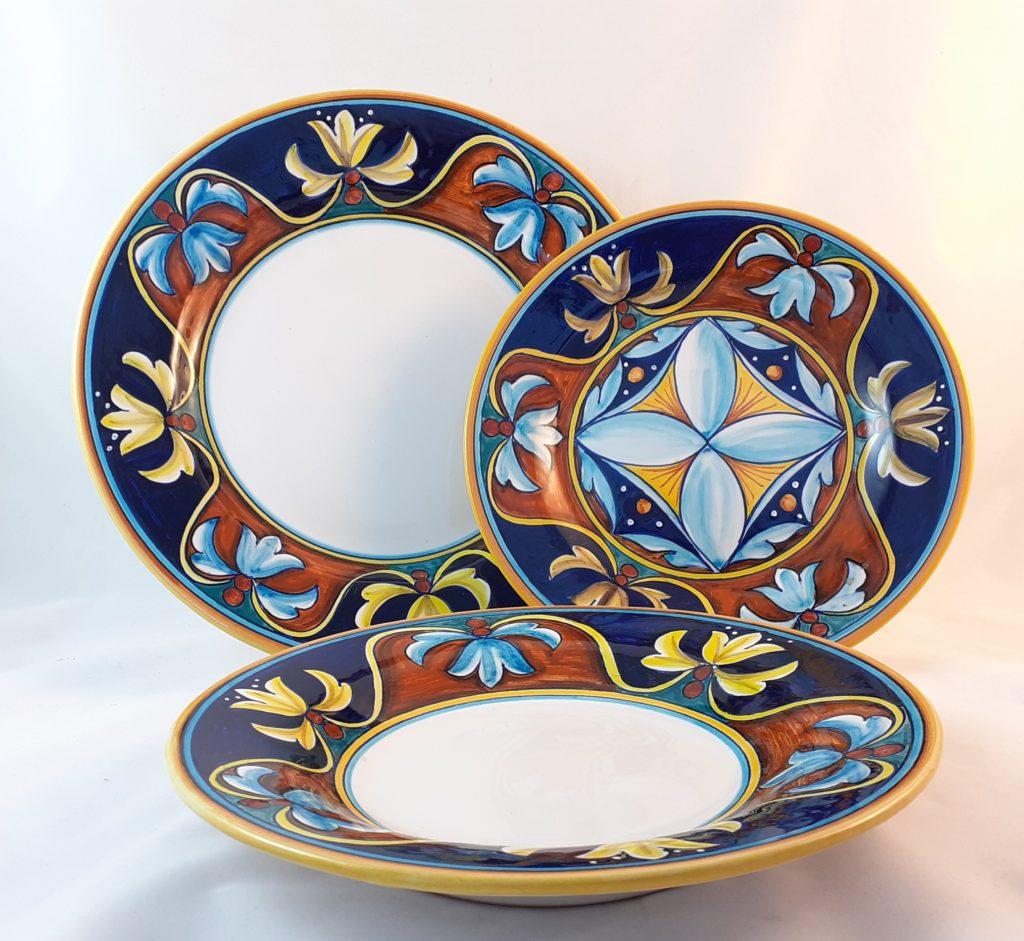 Servizio Piatti Decoro Fiori di Bosco Ceramica Deruta