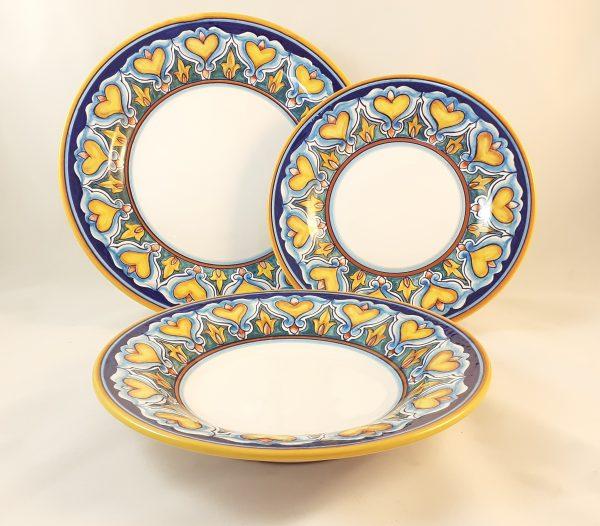 Servizio Piatti Decoro Cuori Ceramica Deruta