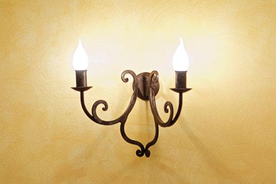 Zeus lampada a parete due luci in ferro battuto a mano